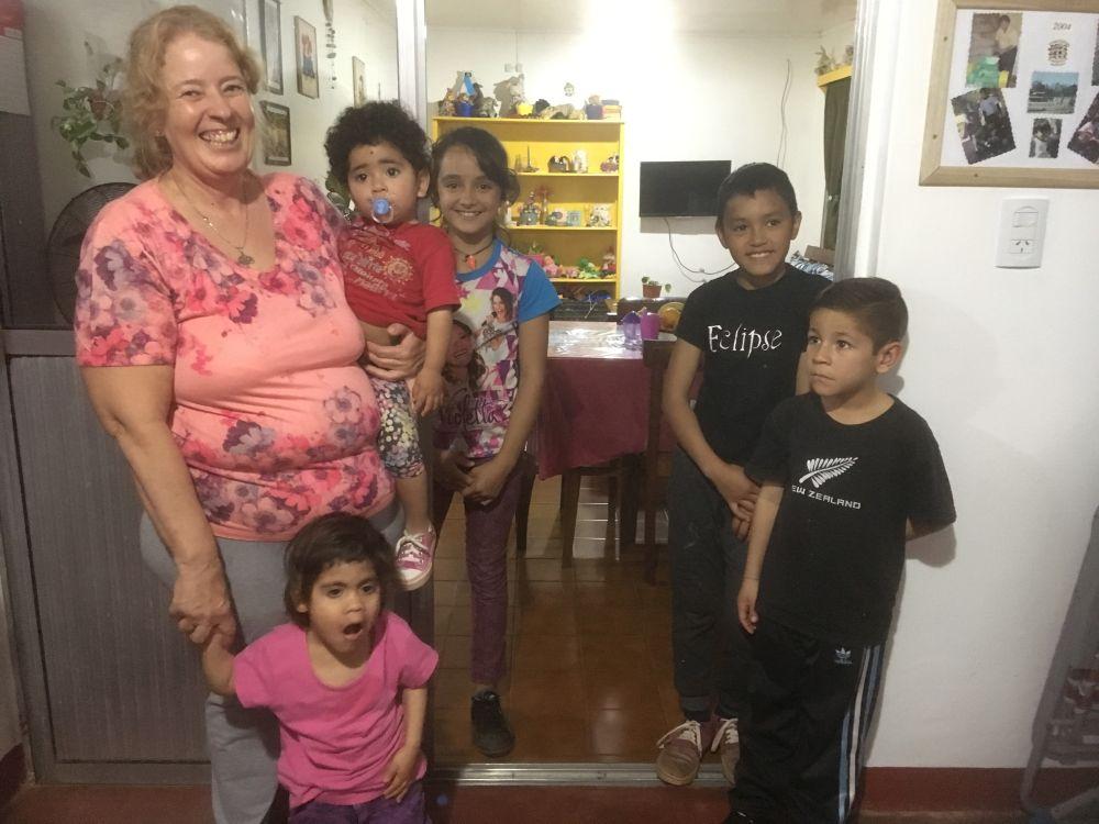 19-Hausmutter-Yaqui-mit-Schützlingen