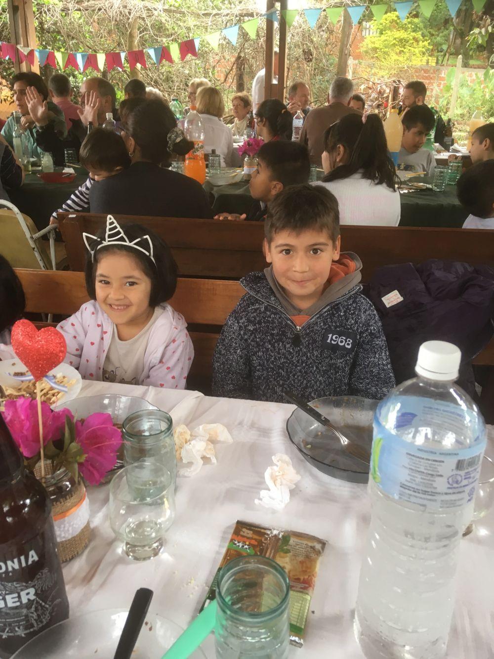36-Mittagessen-im-Kinderdorf